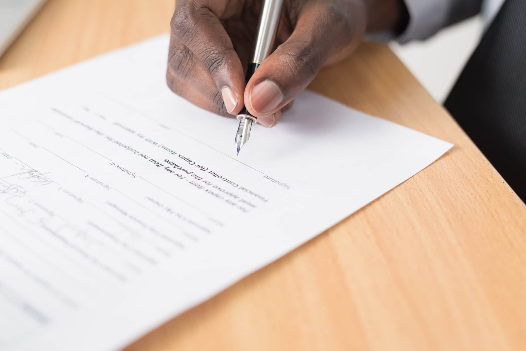 Qual é a diferença entre seguro garantia e carta fiança bancária?